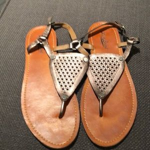 Sandals with gold metal